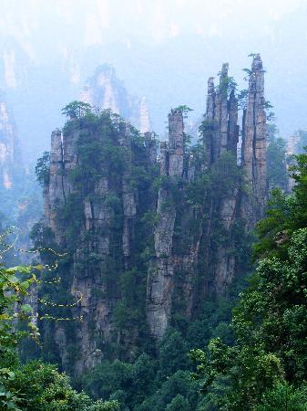 Wulingyuan Scenic and Historic Interest Area of Zhangjiajie: 天子山下御笔峰