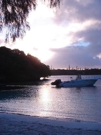 Nueva Caledonia: 夕阳西下,悠然南山