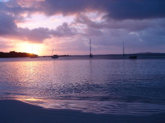 Nuova Caledonia: 秋水共长天一色