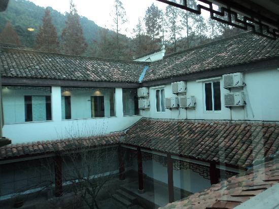 Jiuhuashan Longquan Hotel: 内庭院