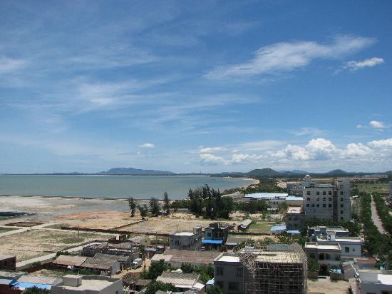 Dongfang Liangzhi Seaview Hotel : 房间看出去的海景风能