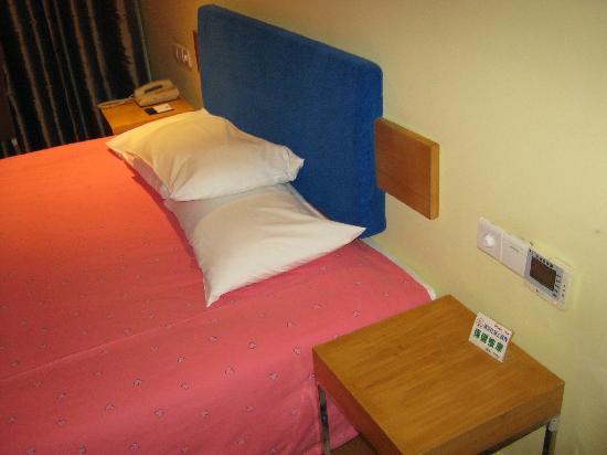 Home Inn (Nanning Liwan Road): 整齐的床铺