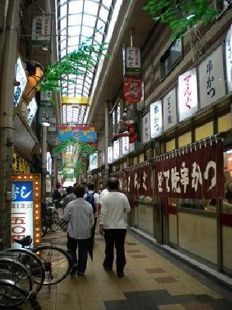 ชินเซไก: 小巷里卖烤串的小店。