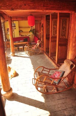 Zifeiyu Hostel: 屋檐下的院子