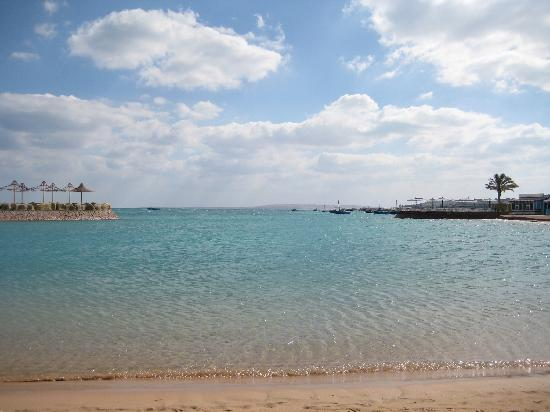 Festival Shedwan Golden Beach Resort: 令人印象深刻的美丽海水