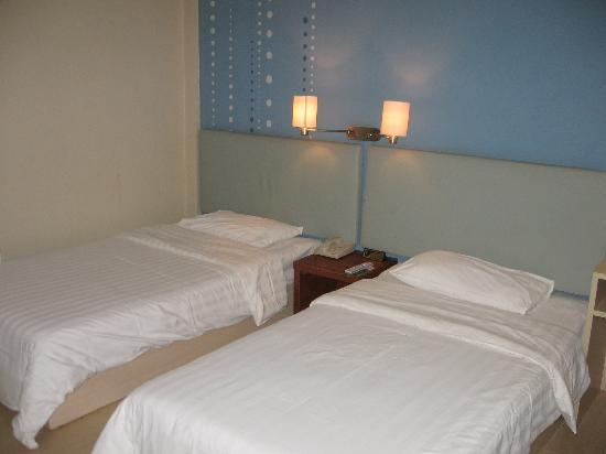 Piao Home Inn Beijing Wangfujing: 房间的床铺