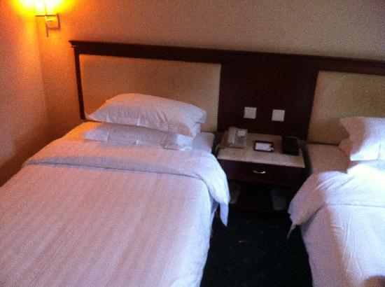 Jiusuo Hotel: 双人床,舒适性一般