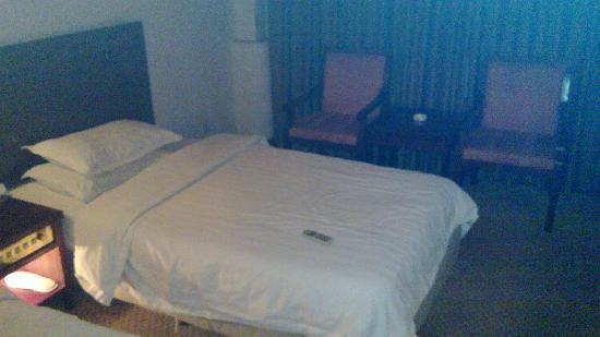 Haiyang Hotel: 房间内部
