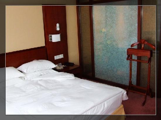 Glamor Hotel : 柔软大床