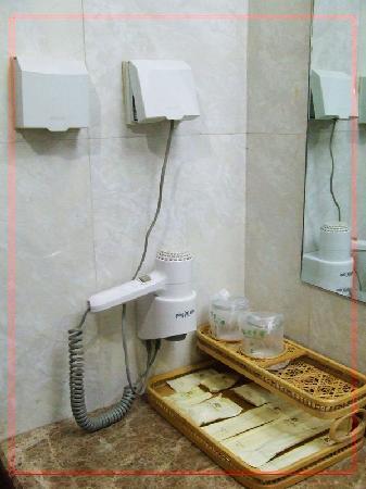 Senwei Hotel: 洗手间内的便民设备