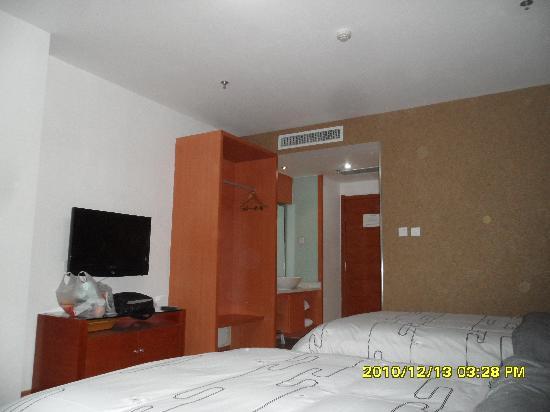 Super 8 Hotel Weifang Sheng Li Lu Hong Ye: 洗浴间的灯光很柔和