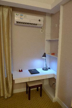 Lijiang Hotel: 电脑桌--好漂亮
