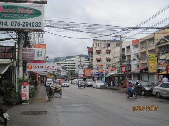 PL House : 酒店外的街道