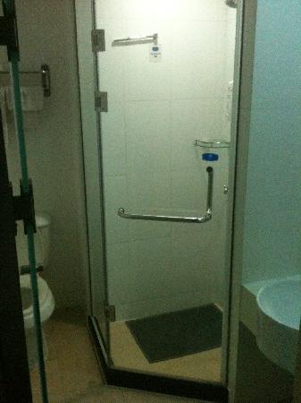卫生间也很干净(同上)