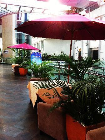 早餐的西餐厅是经过一个露天的走廊,感觉不错