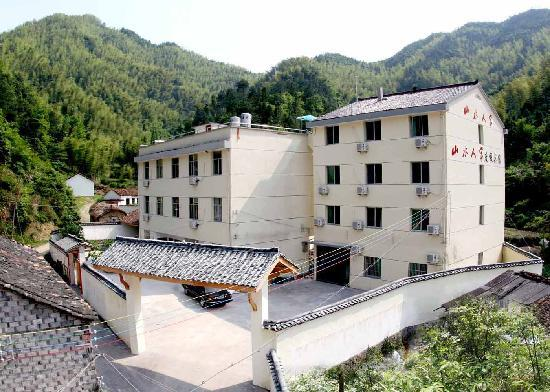 Guodong Shanshui Hotel: 宾馆全景