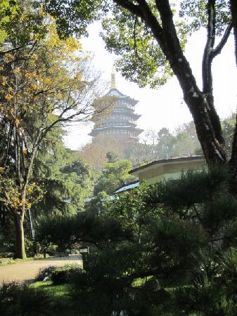 Zhejiang Xizi Hotel: 房间边上的雷锋塔