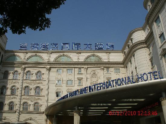 Blue Horizon International Hotel Shanghai: 酒店外围
