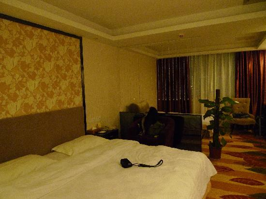 Guangshen International Hotel : 洁白舒适宽阔的床