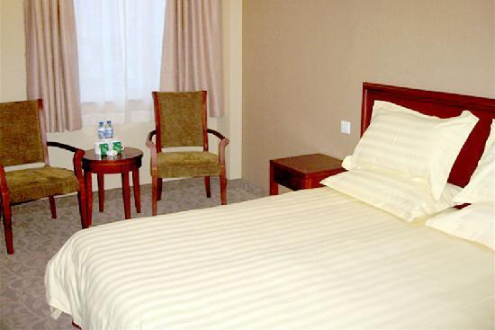 Motel 168 (Shanghai Chifeng Road) : 14213846117