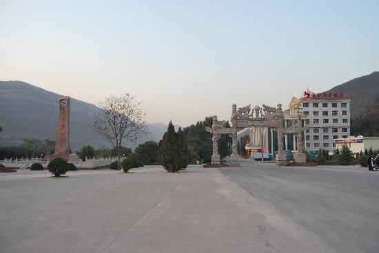 Hukou Chute Hotel: 酒店大门