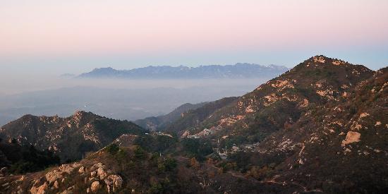 Yunfeng Treehouse: 山窝里的东禅院,在绯色的云彩下
