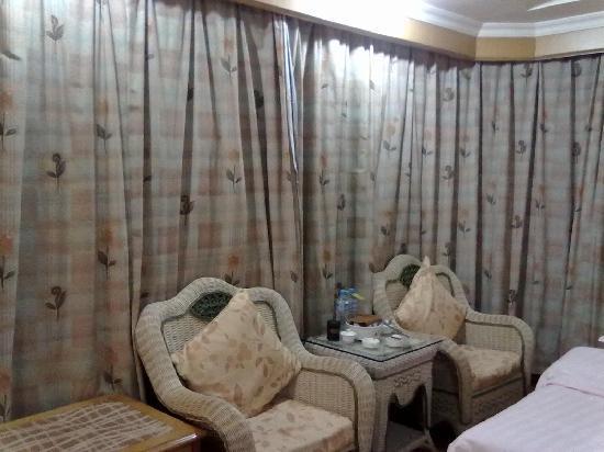 Hui An Dapeng Hotel: 沙发很次。