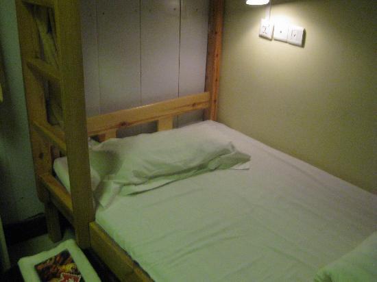 Happy Dragon Hostel: 下铺,很宽敞,床面很干净