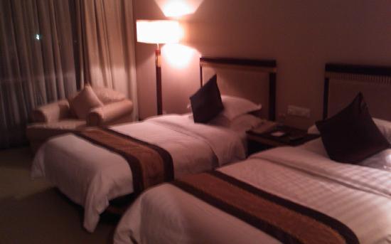Nile Villa International Hotel : 床