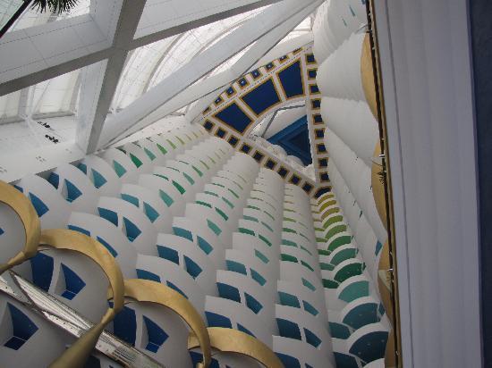 Burj Al Arab Jumeirah: 酒店的中庭