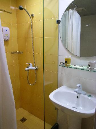 Home Inn Kunming Cuihu : 干净的浴室