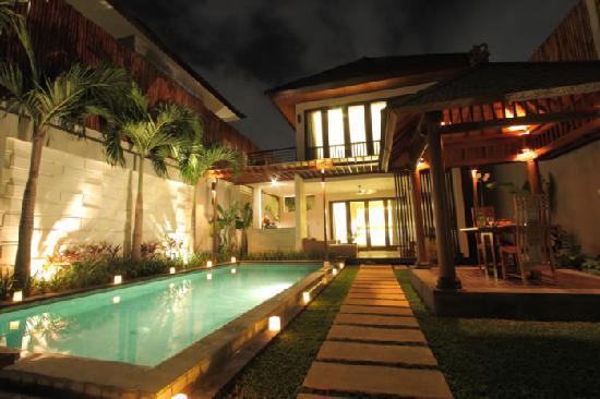 Grania Bali Villas: Grania 的夜景 超美~~