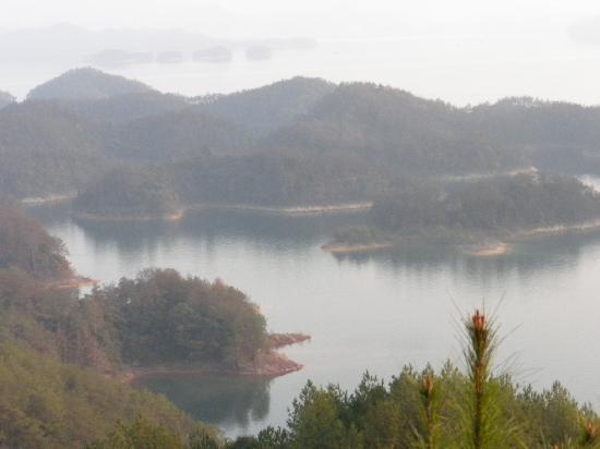 Qiandao Lake Ping River Rafting: 千岛湖的岛