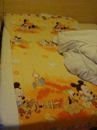 7 Days Inn (Nanjing Jiefang Road): 床床~床单是自己的哈~