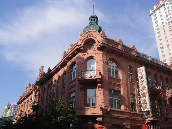 Modern Hotel: 就是这座粉色的建筑