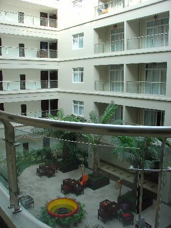 Baosheng Seaview Hotel: 酒店中庭