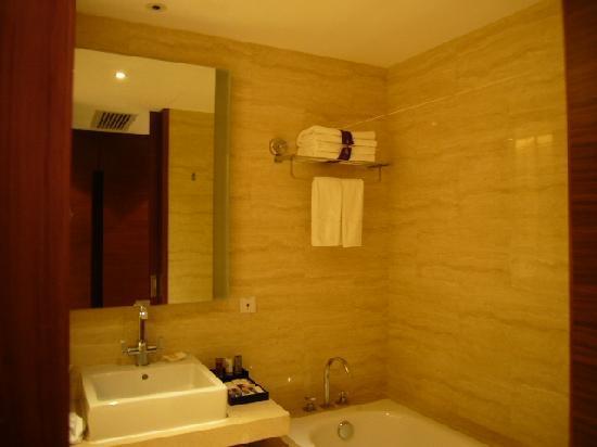 Golden Bay Resort: 卫生间2