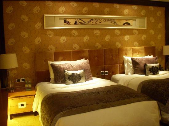 راديجاست هوتل سي بي دي بكين: 有很多的枕头和抱枕,好喜欢(*^__^*)