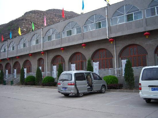 Hukou Chute Hotel: 全是窑洞客房