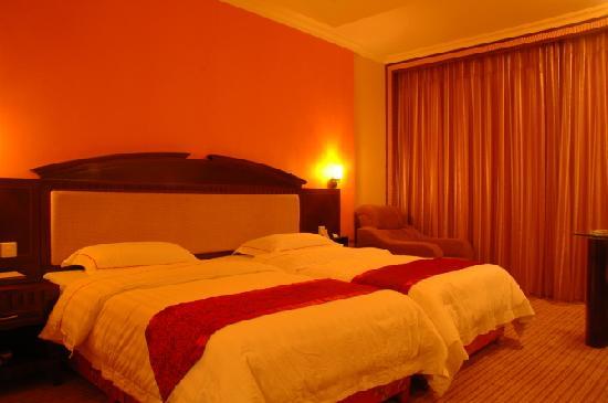 Huangchao Hotel: 皇宫层拼床房