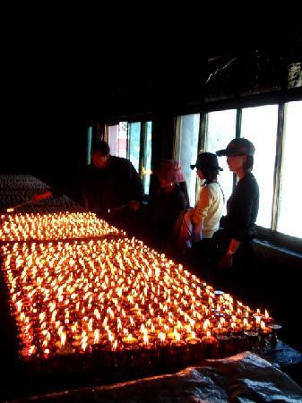 Tibet, Cina: 点酥油灯