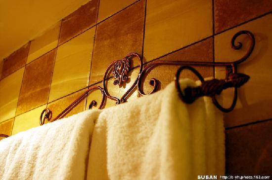 Puyiju Bailu No.10 Hostel : 毛巾架