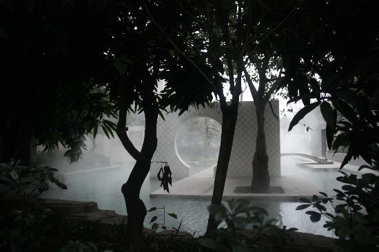 Xiuquan Yingyue Hot Spring Holiday Hotel: 室外温泉池