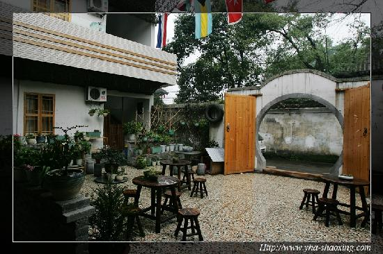 Shenyuan International Youth Hostel Shaoxing : 旅舍院子
