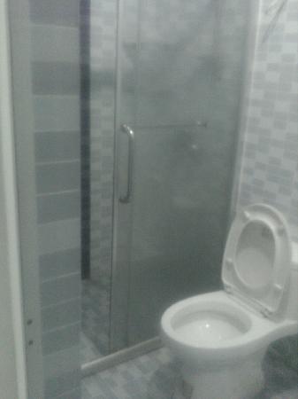 Haowang Hotel: 卫生间