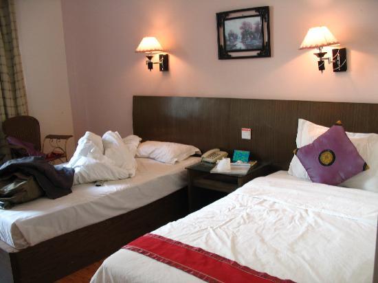 Xinhaigang Hotel : 鑫海港大酒店房间