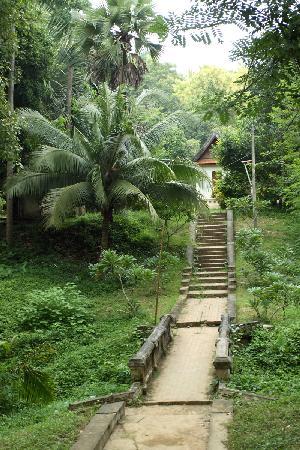 Wat Long Khoun: 隐没与丛林间的隆昆寺