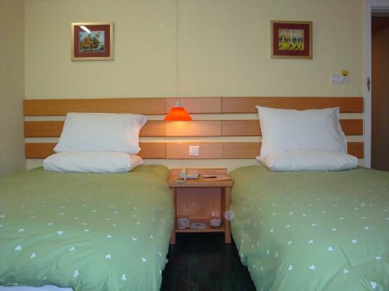 Home Inn (Qingdao Pijiu Street): 酒店房间