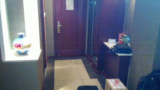 Yinglize Hotel: 门口