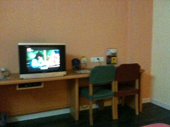 Home Inn (Shanghai Pudong South Road Shibo): 电视频道不多而且太小